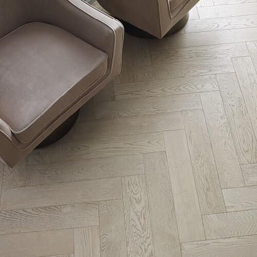 Laminate perfectly mimics the design of natural hardwood planks | familyfloorslb